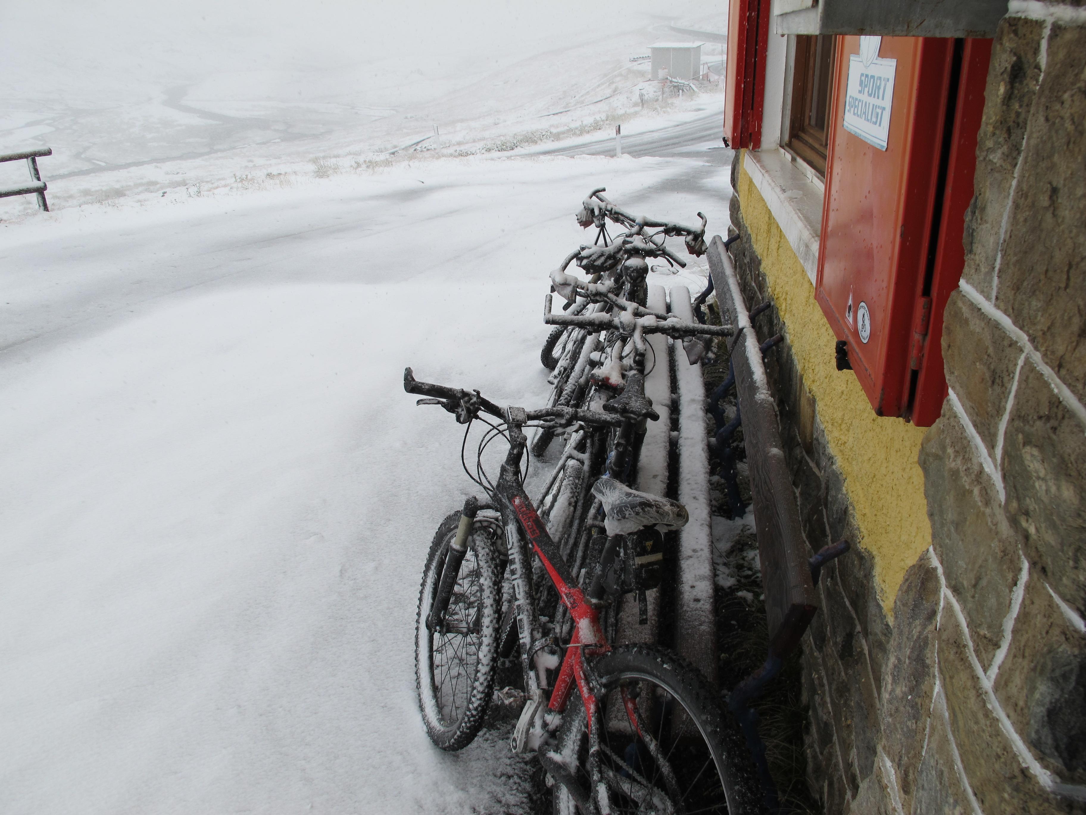 Eingeschneite Räder